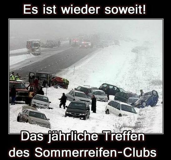 Schneechaos durch liegengebliebene Fahrzeuge Richtung Kandel - Schnee im Winter kommt aber auch immer überraschend