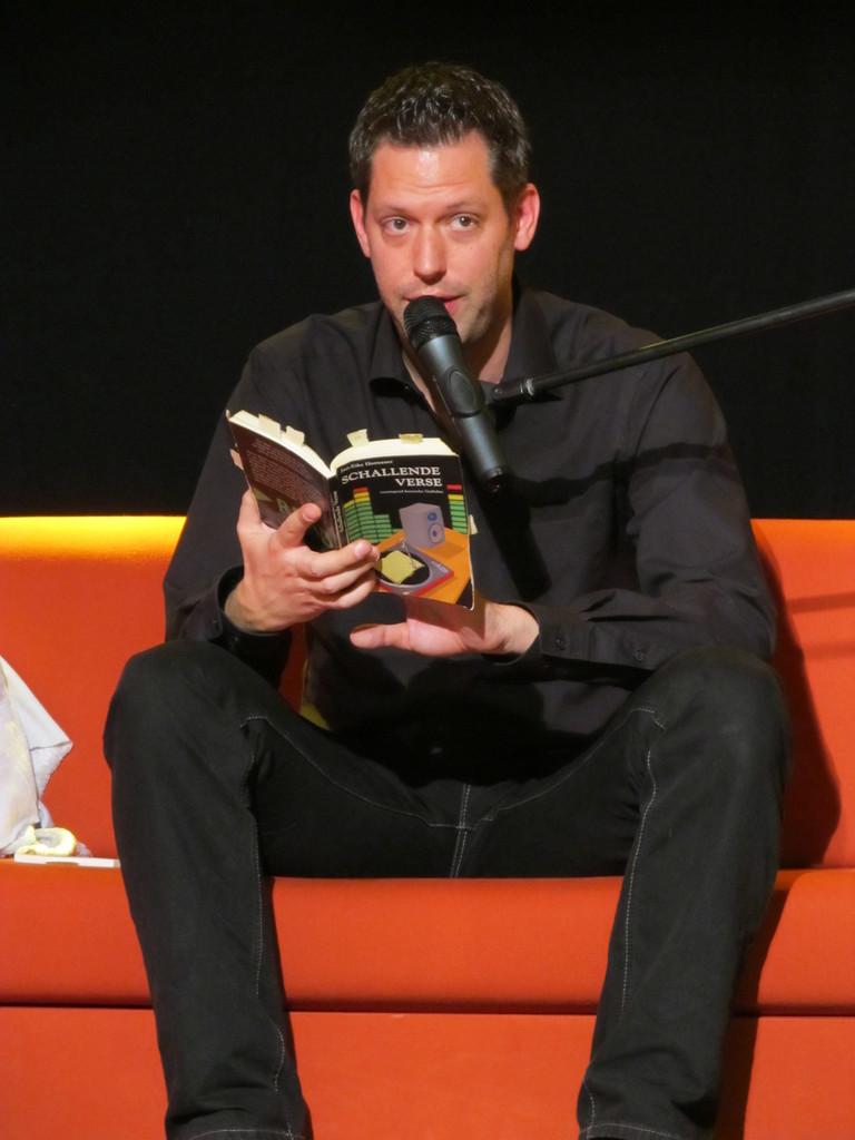 """Jan-Eike Hornauer liest aus seinem Buch """"Schallende Verse"""""""
