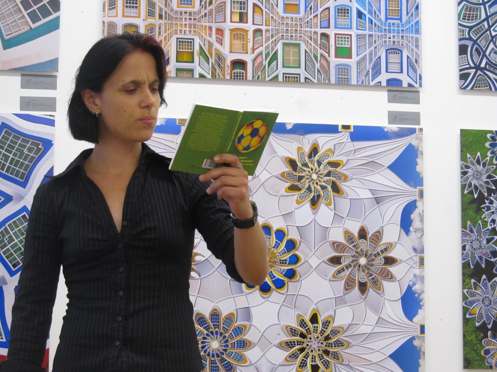 Sabine Brandl bei ihrer Text-Performance