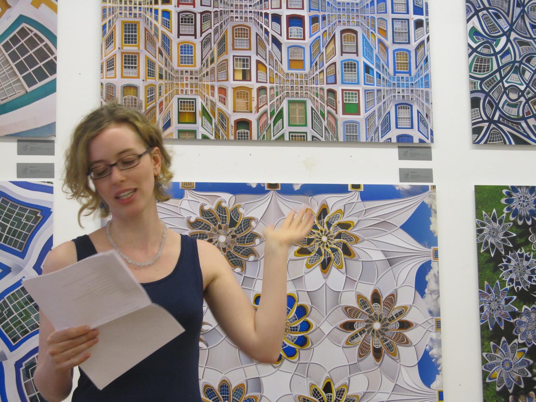 Elisa Krimbacher las einen eigens für die Ausstellung verfassten Text