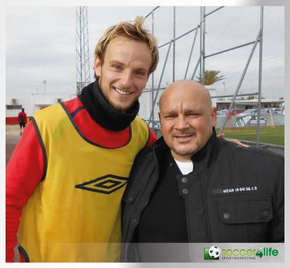 Nedzad Aljic mit Ivan Rakitic (FC Barcelona)