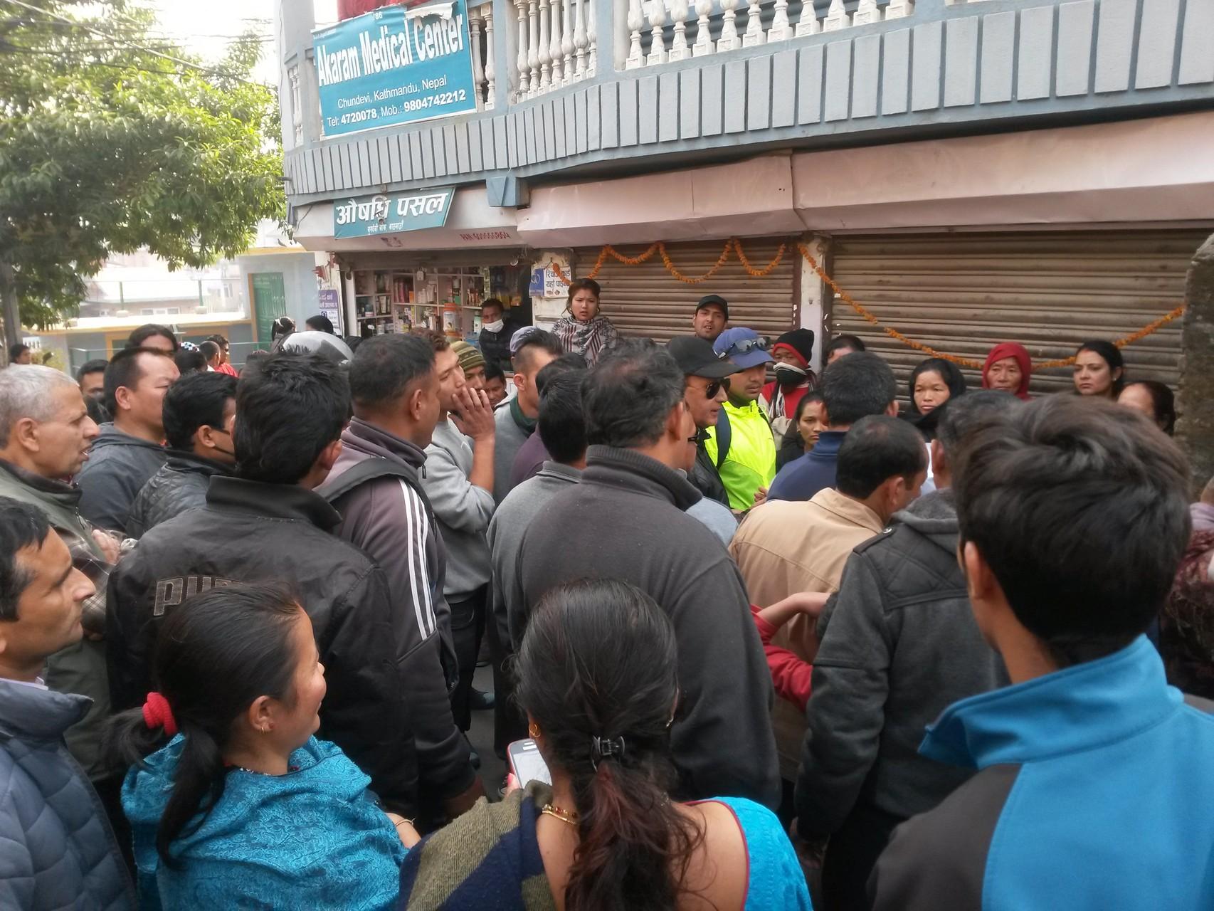 Les habitants du quartier manifestent leur mécontentement face à l'absence de gaz