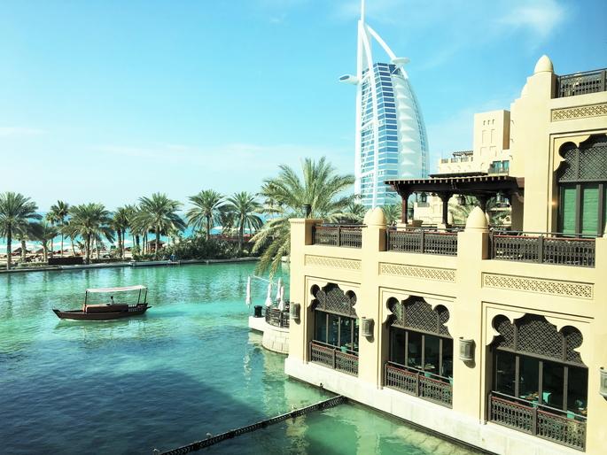 ドバイの象徴的ホテル、バージュアルアラブが見えます!