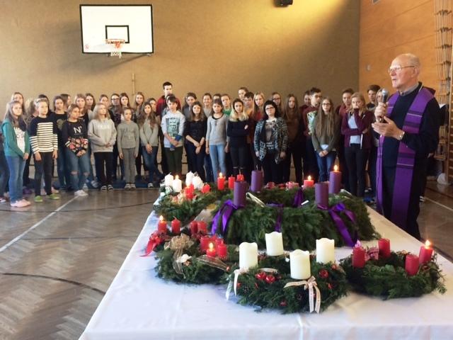 Adventkranzweihe mit Pfarrer Engelbert Hofer