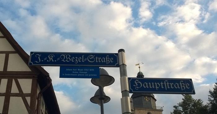 Das Haus, in dem er während der letzten Jahre ganz zurückgezogen gelebt hat, steht nicht mehr; man hat aber die Straße nach ihm benannt.