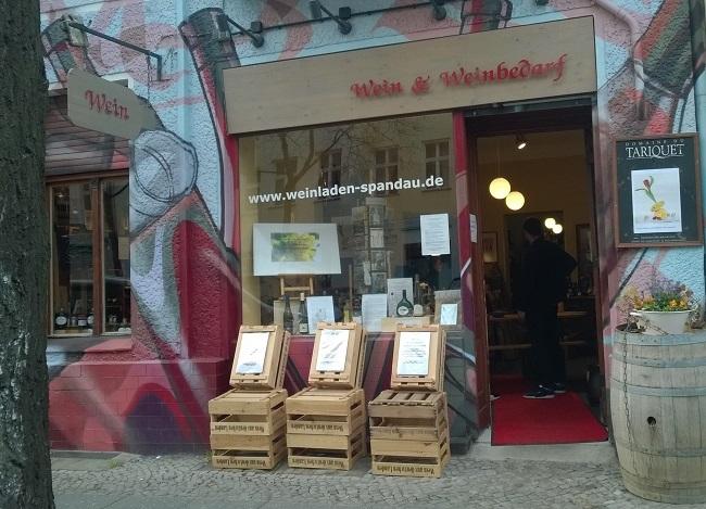 Seit mehr als 35 Jahren sind Ulrike und Friedrich mit ihrem Weinladen am Metzer Platz mit ausgesuchten Produkten rund um den Wein hier im Viertel präsent