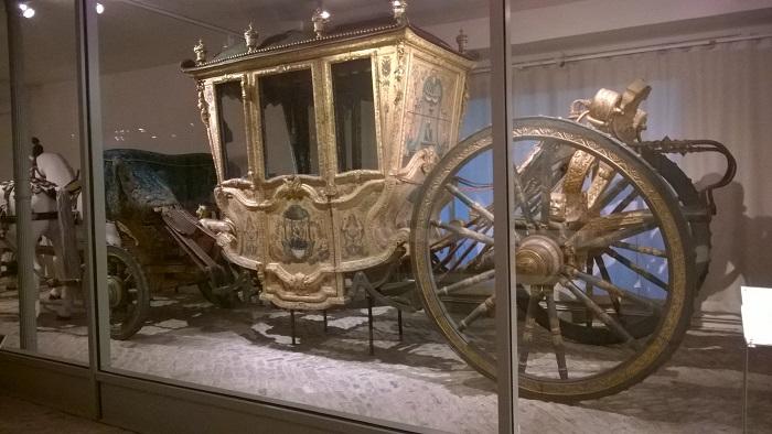 """Und die """"Grande Carosse"""" des Fürsten Heinrich I. ist zu sehen, die Wezel auch durch die Anfangsszene seines komischen Romans rollen lässt."""