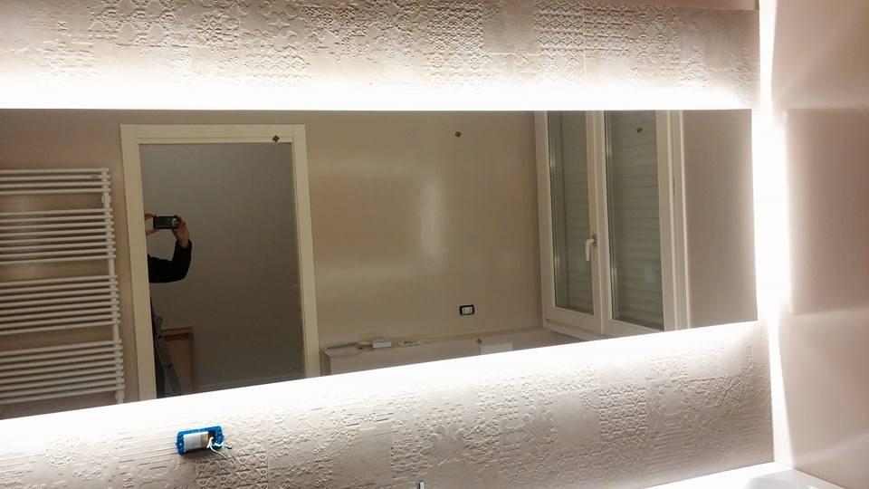 Illuminazione con Strip Led su Specchio a Cesena