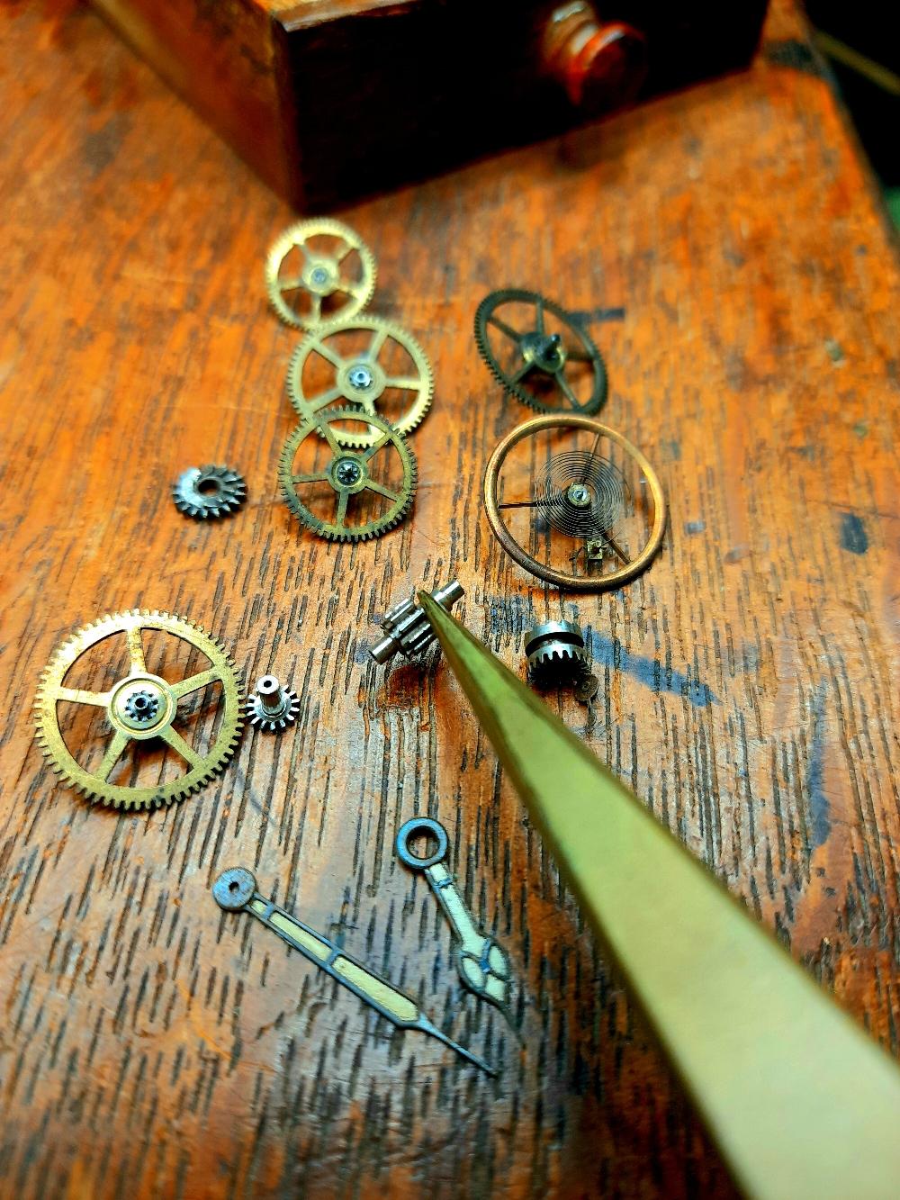 Uhrenreparatur in der eigenen Uhrmachermeisterwerkstatt