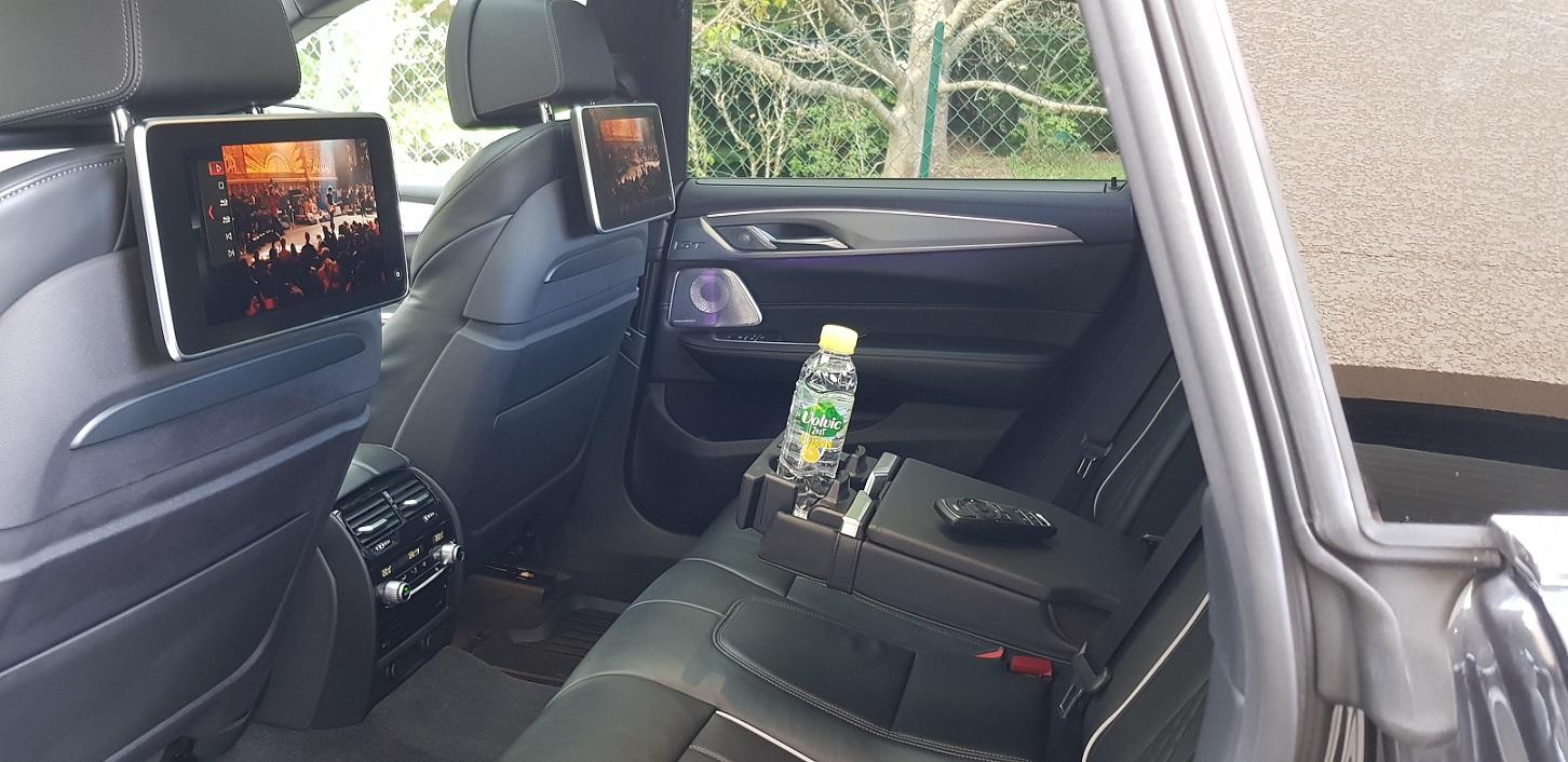 Places arrières BMW série 6 Gran Turismo;  avec lecteur Blu-ray, USB , prise casque et climatisation automatique individuelle.