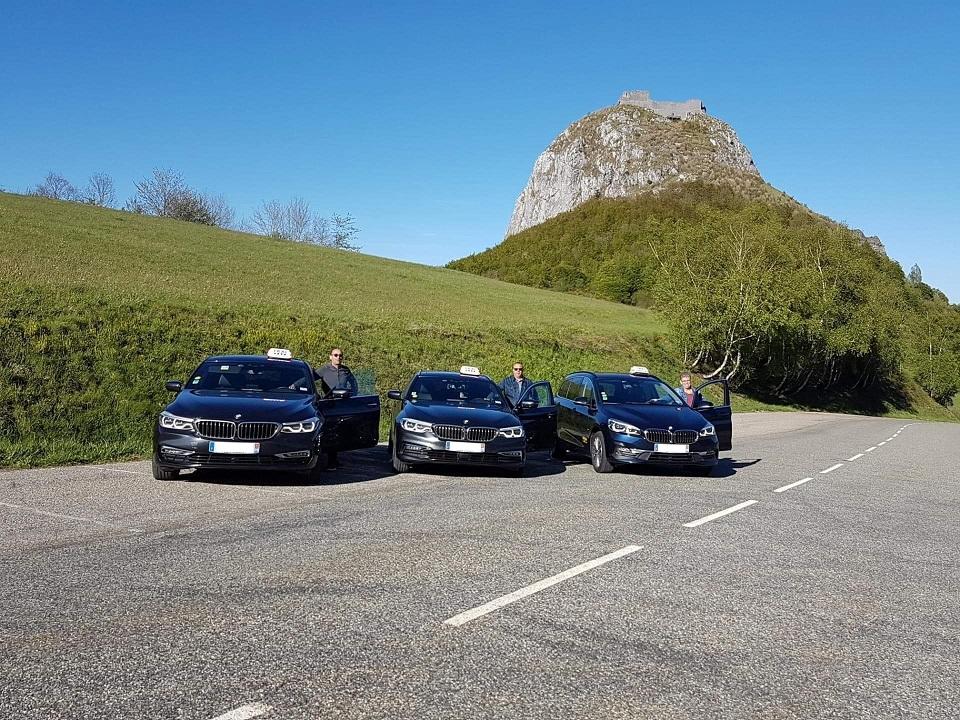 De gauche vers la droite Axel, Jean-Michel & Laetitia pour vous conduire & transporter vos bagages. (Col de Montségur altitude 1059 m)