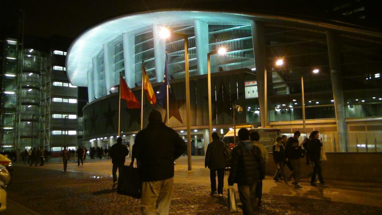 ユーロリーグの会場に到着!1万人規模のアリーナです!