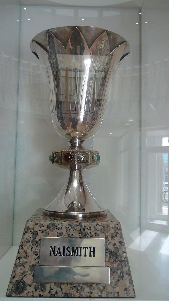 世界選手権優勝チームに送られるジェイムス・ネイスミス・カップ