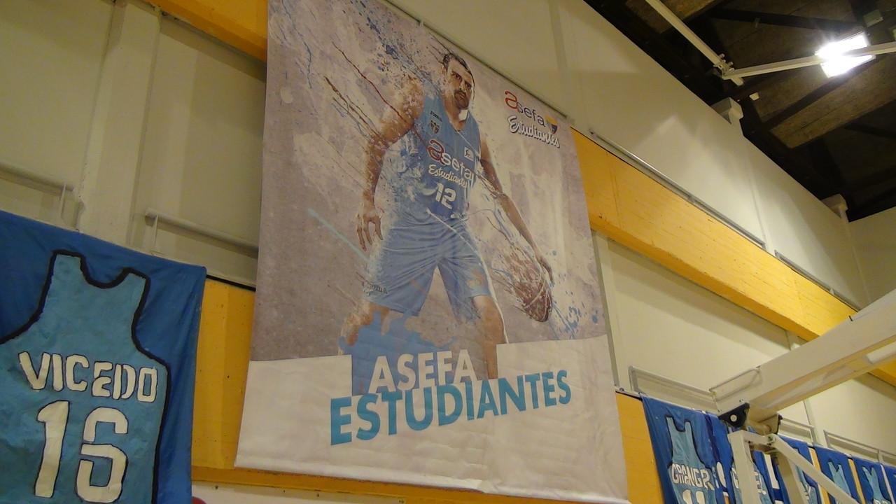 練習場にはベテランのヘルマン=ガブリエル選手の大きなポスター