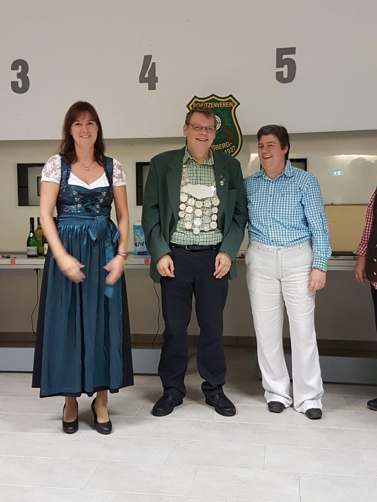 Schützenkönig Tobias Hack und Ritterin zur Rechten Yvonne Eckstein (Stefan Macher fehlte)