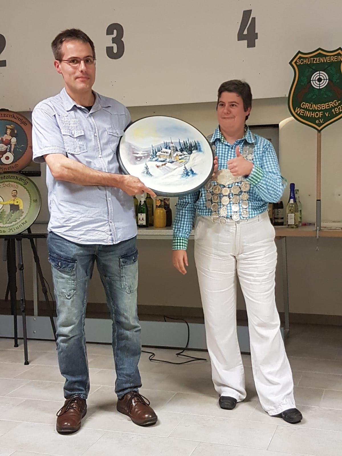 Gewinner Geburtstagsscheibe Jürgen Pogatschnig mit Spenderin Silke Knetsch
