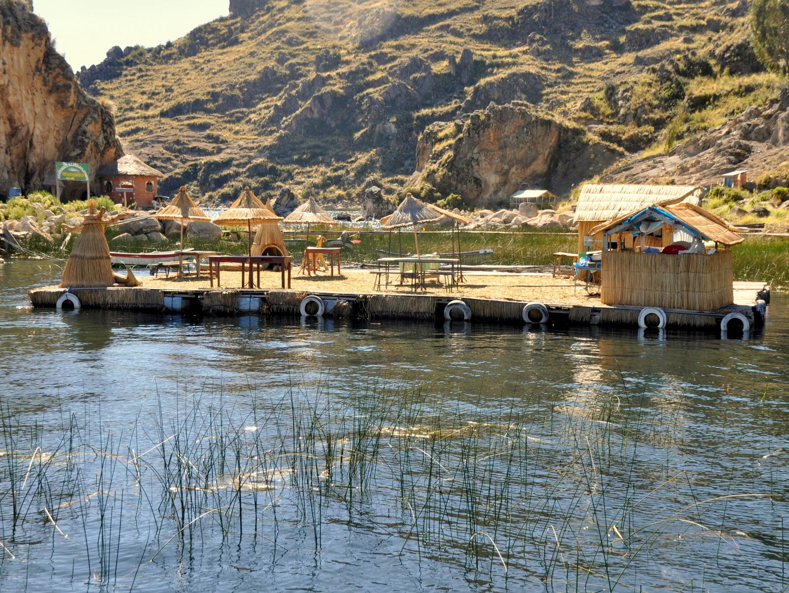 """Touristen-abzocke, eine """"schwimmende Insel"""", das geht wohl noch besser in Peru!?"""