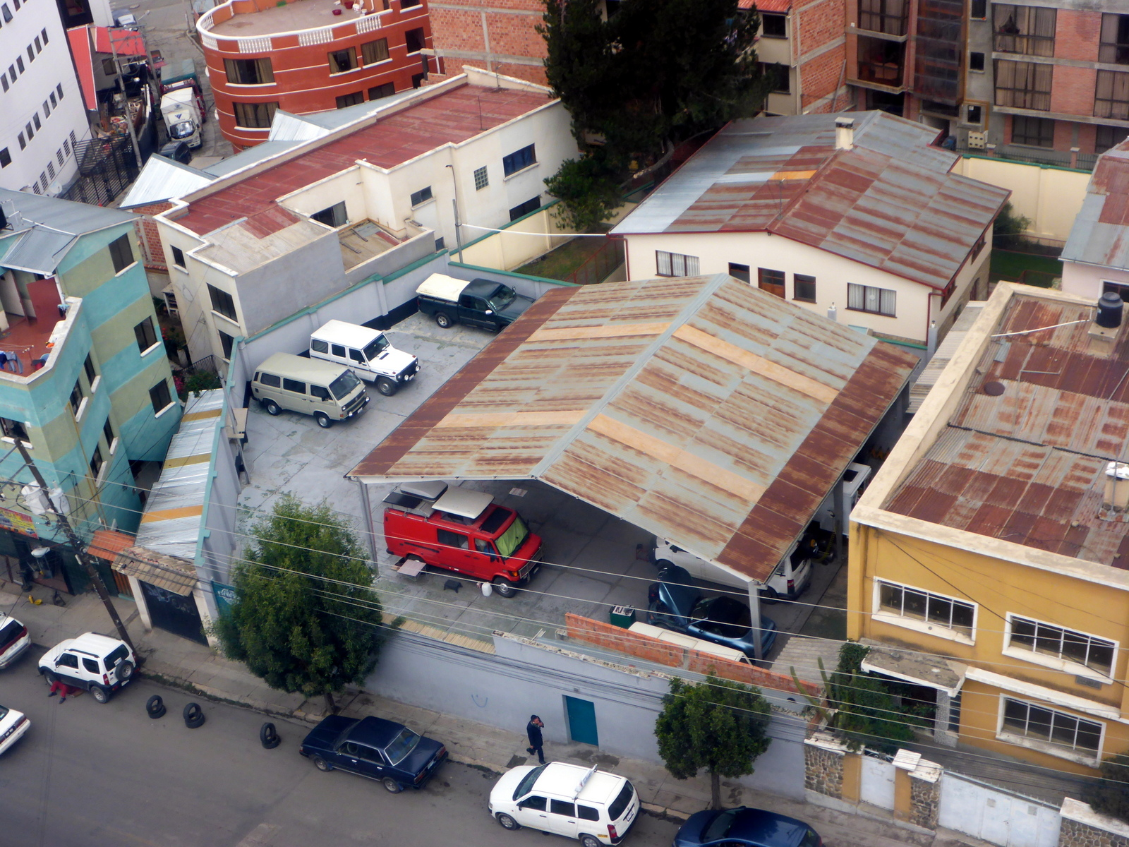 Sicht auf Lotti (in der Garage) aus der Gobdelbahn