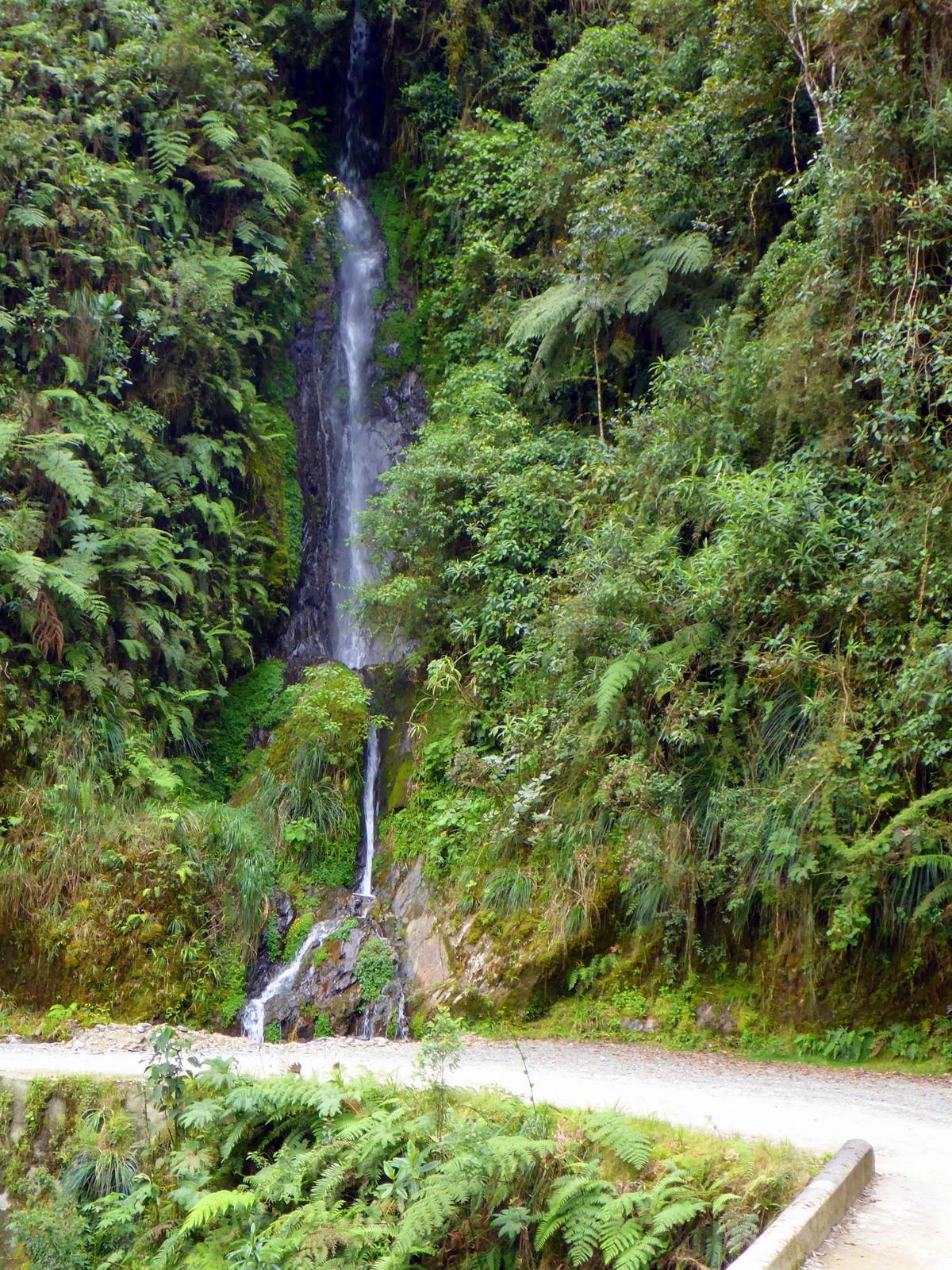 Einer der zahlreichen Wasserfälle