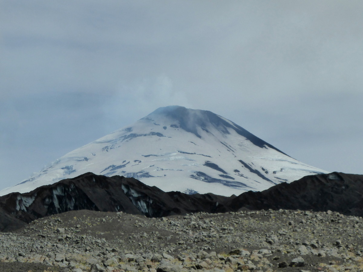 Wanderung zum durch Asche verdeckten Gletscher