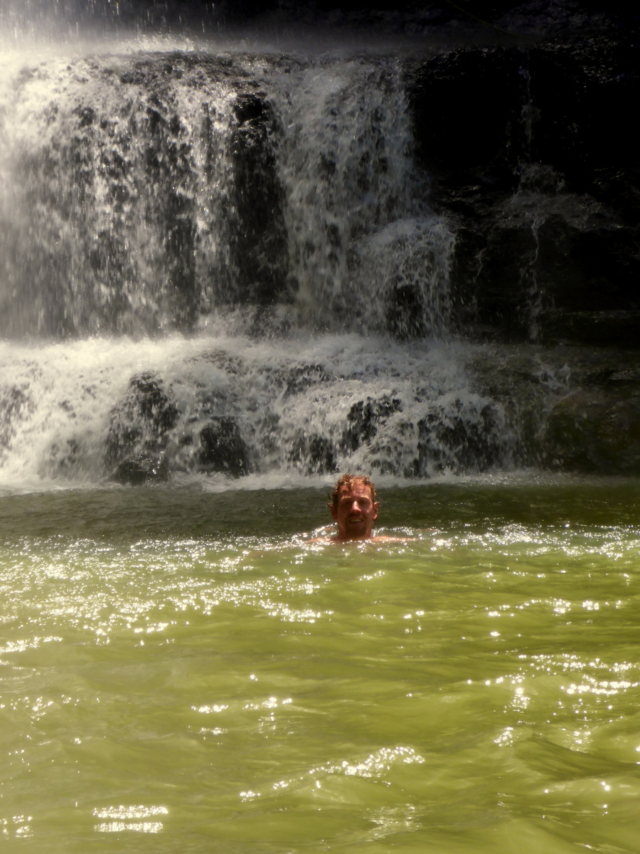 erfischendes Bad beim Wasserfall von Juan Curi