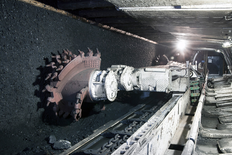 underground mining © istock - Jacek_Sopotnicki