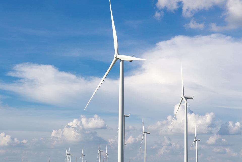 wind turbines © TuTheLens - Fotolia