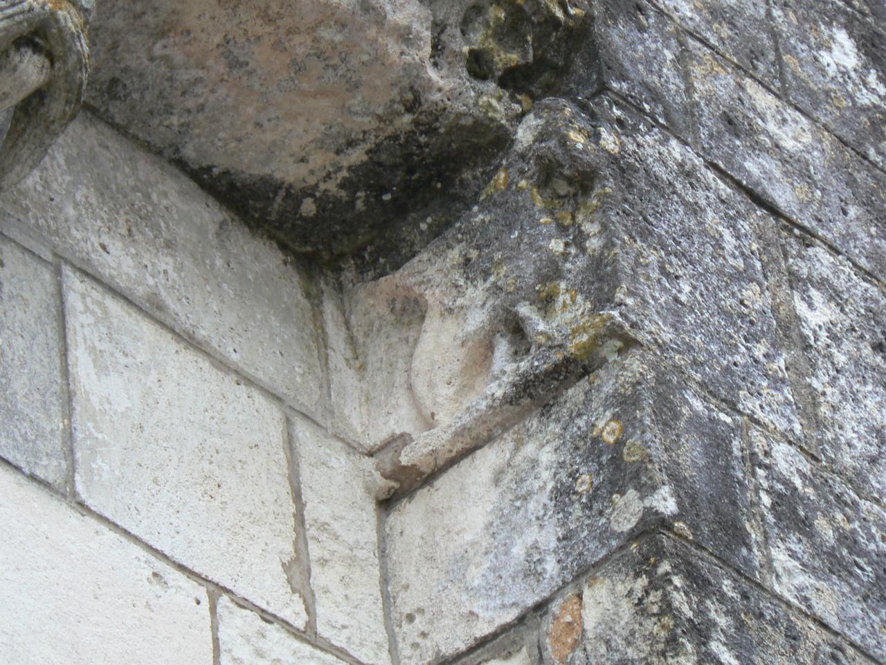 sculpture de la corniche inférieure XII°S