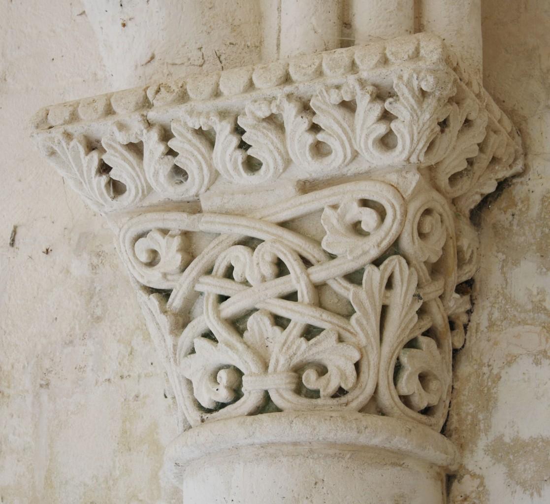 Chapiteau à feuillages de l'avant nef milieu XII°S