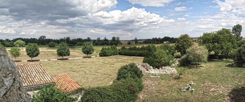 Nord-Est de l'église, le chœur détruit et le cimetière médiéval