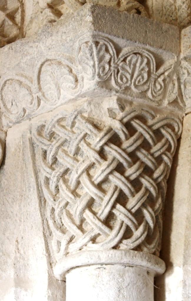 Chapiteau à motifs de vannerie de l'avant nef milieu XII°S