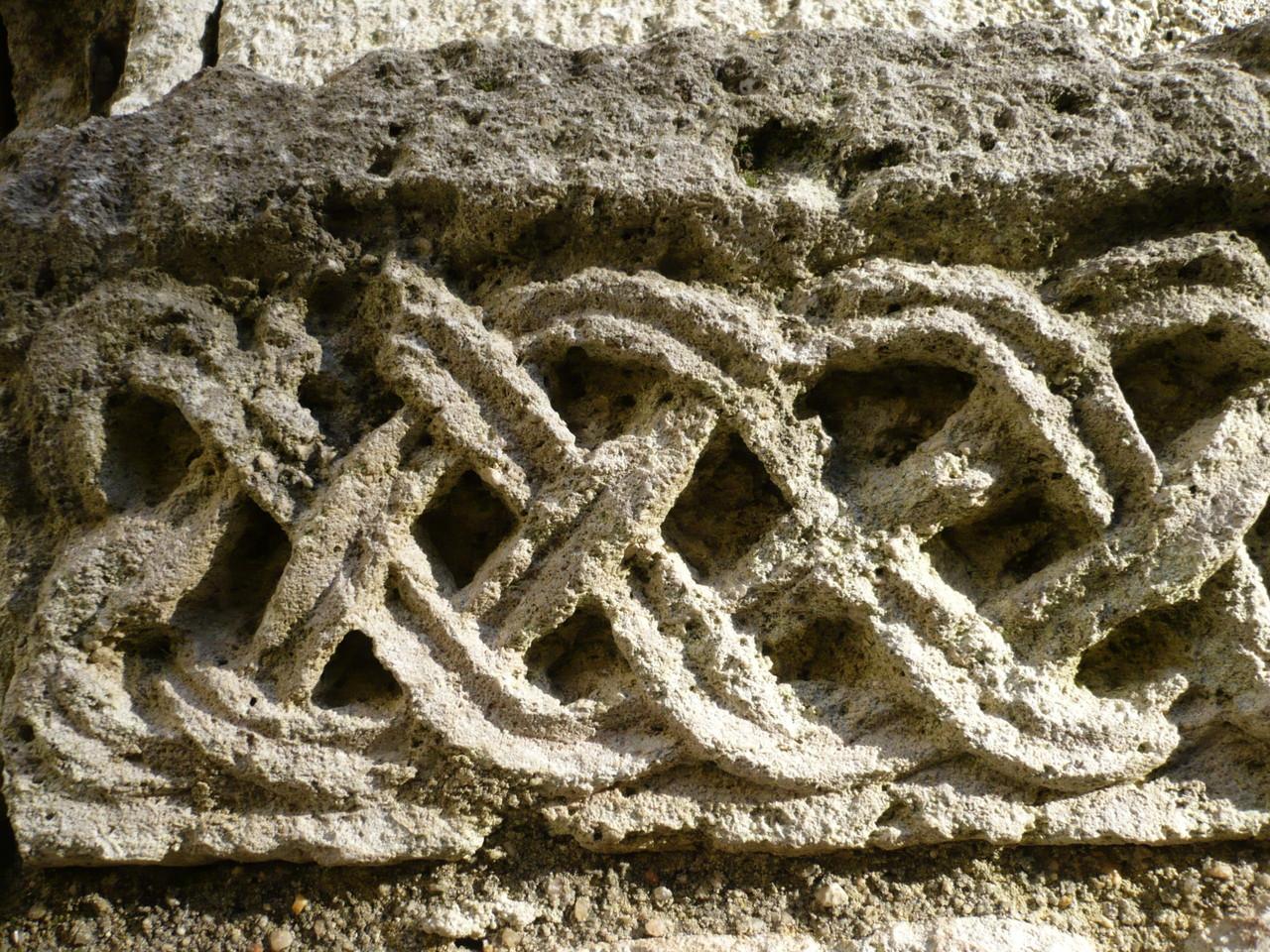 Enrelacs galerie Est du cloître XII°S