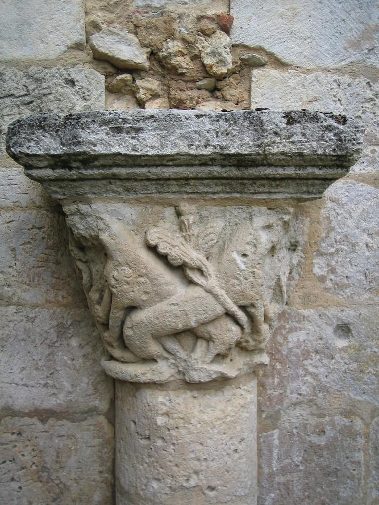 Chapiteau aux lions galerie Nord du cloître XII°S