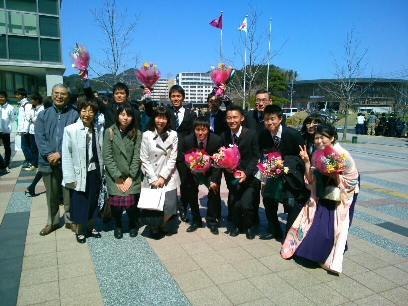 卒業生とご家族。おめでとうございます!
