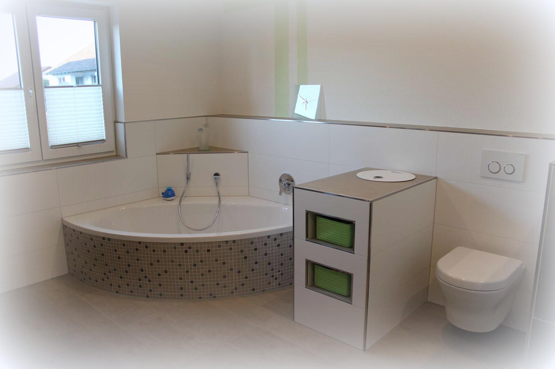 bodenfliesen mosaik aus italien wandfliesen 30x90 cm und edelstahl quadec schienen lassen. Black Bedroom Furniture Sets. Home Design Ideas