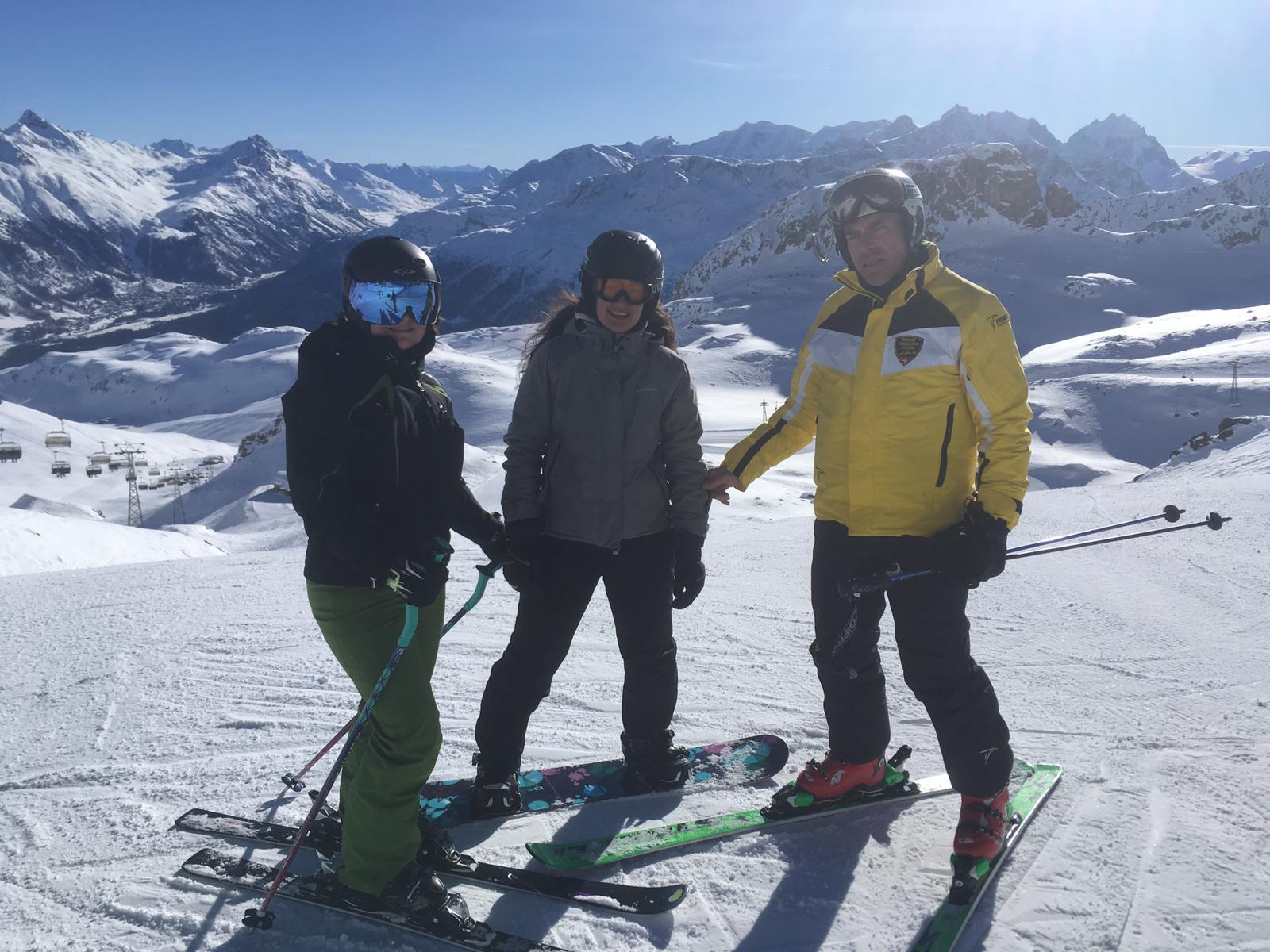 Und wieder Ski fahren oder Snowboarden am Morgen
