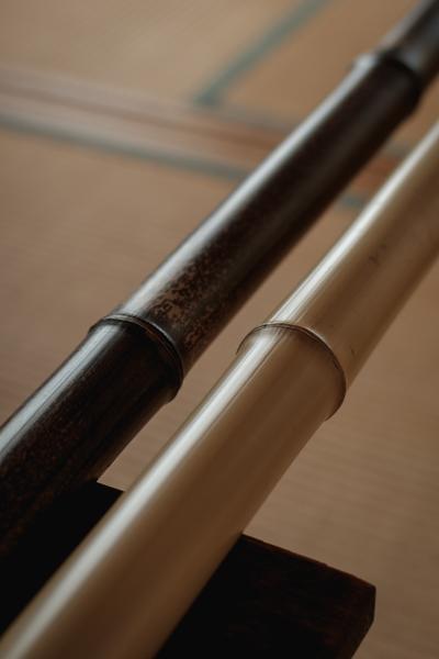 左が黒竹。右はマダケの白竹です