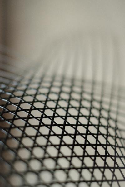 竹籠の六つ目の編み目。三角形と六角形がたくさん