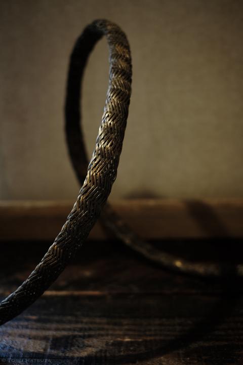 水をテーマにした竹工芸。質感と表現の追求を(漆・金箔ほか顔料使用)