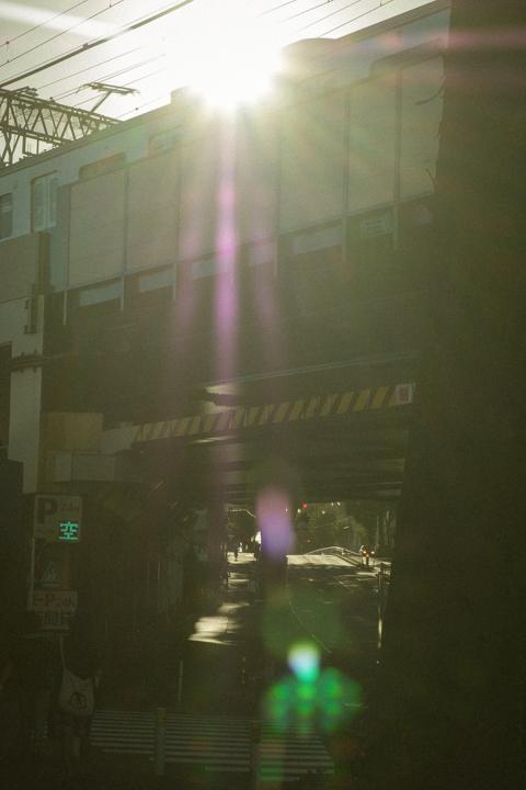 Roundaboutからの帰路の交差点の光