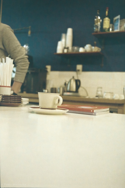 桜上水 Megane Coffee メガネコーヒーのカウンター|Rollei35T Fujifilm 業務用100