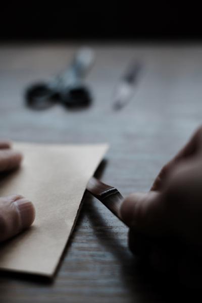 煤竹の先端を細く仕上げて、手紙の開封に使える形に