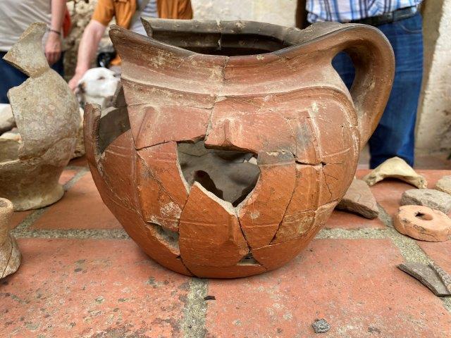 Congrès SFES 2021 - Souterrain près de Bajamont : artefact découvert lors du décomblement - Photo L. Stevens (c)
