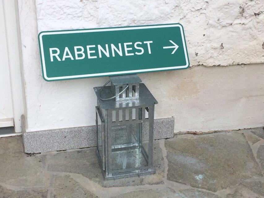 Foto des Hauseingangs Rabennest