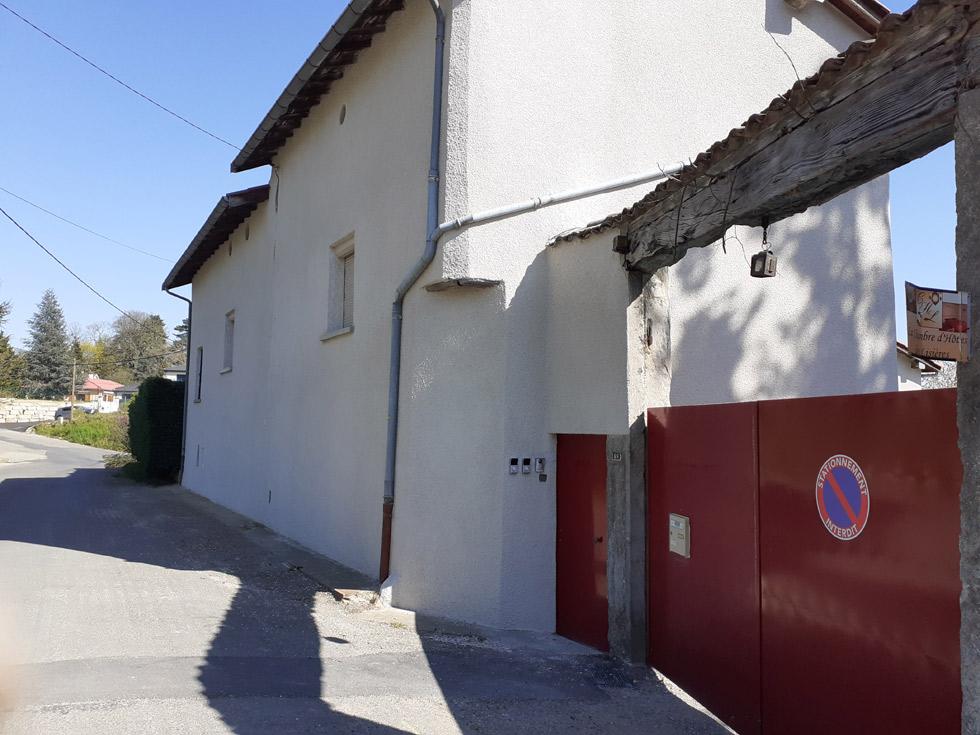 Chambre d'Hôtes des Lisières : l'accès sur la rue
