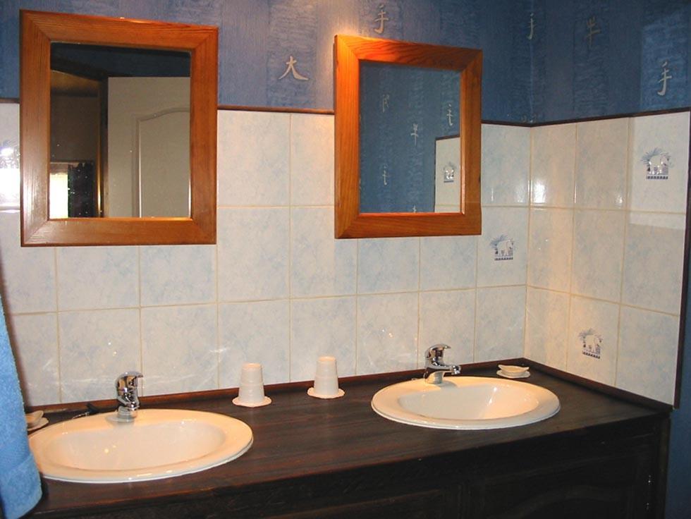 La Chambre d'Hôtes des Lisières : The shower room