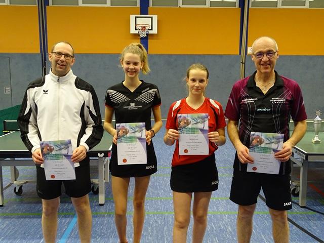 Herren-B Andre Kemper (3.), Angelina Wulff (2.), Medeea Grozav-Marcu (1.), Elmar Lütkemeier (3.)