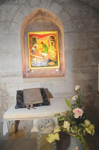 Altar dentro de la Gruta de la Natividad de la Virgen