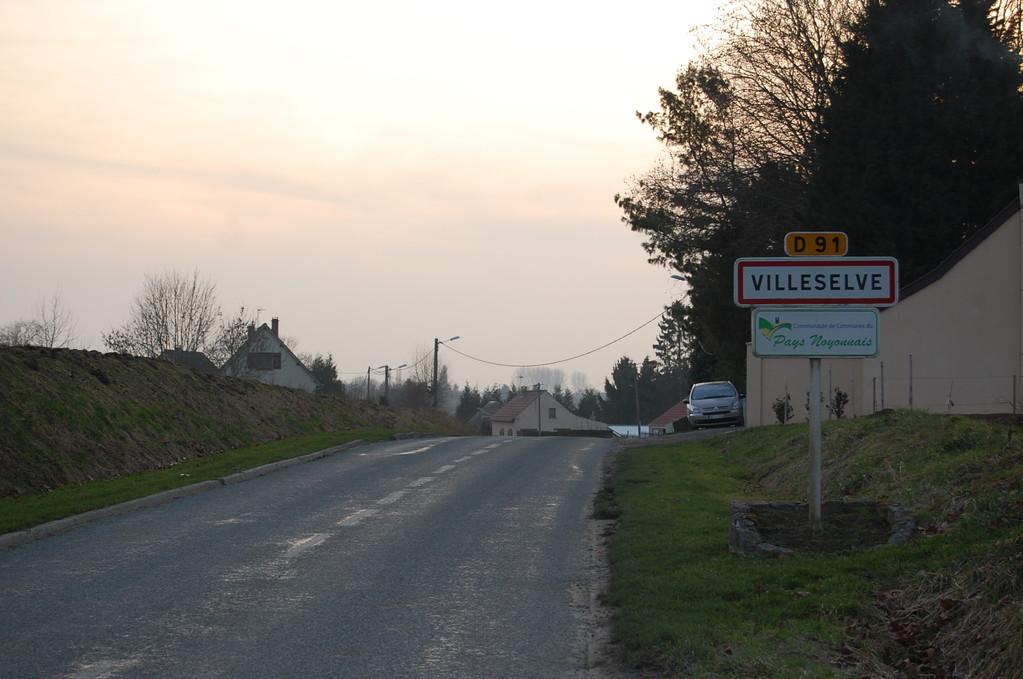 Départementale 912 Venant de Cugny et entrant dans la rue de la Maladrerie