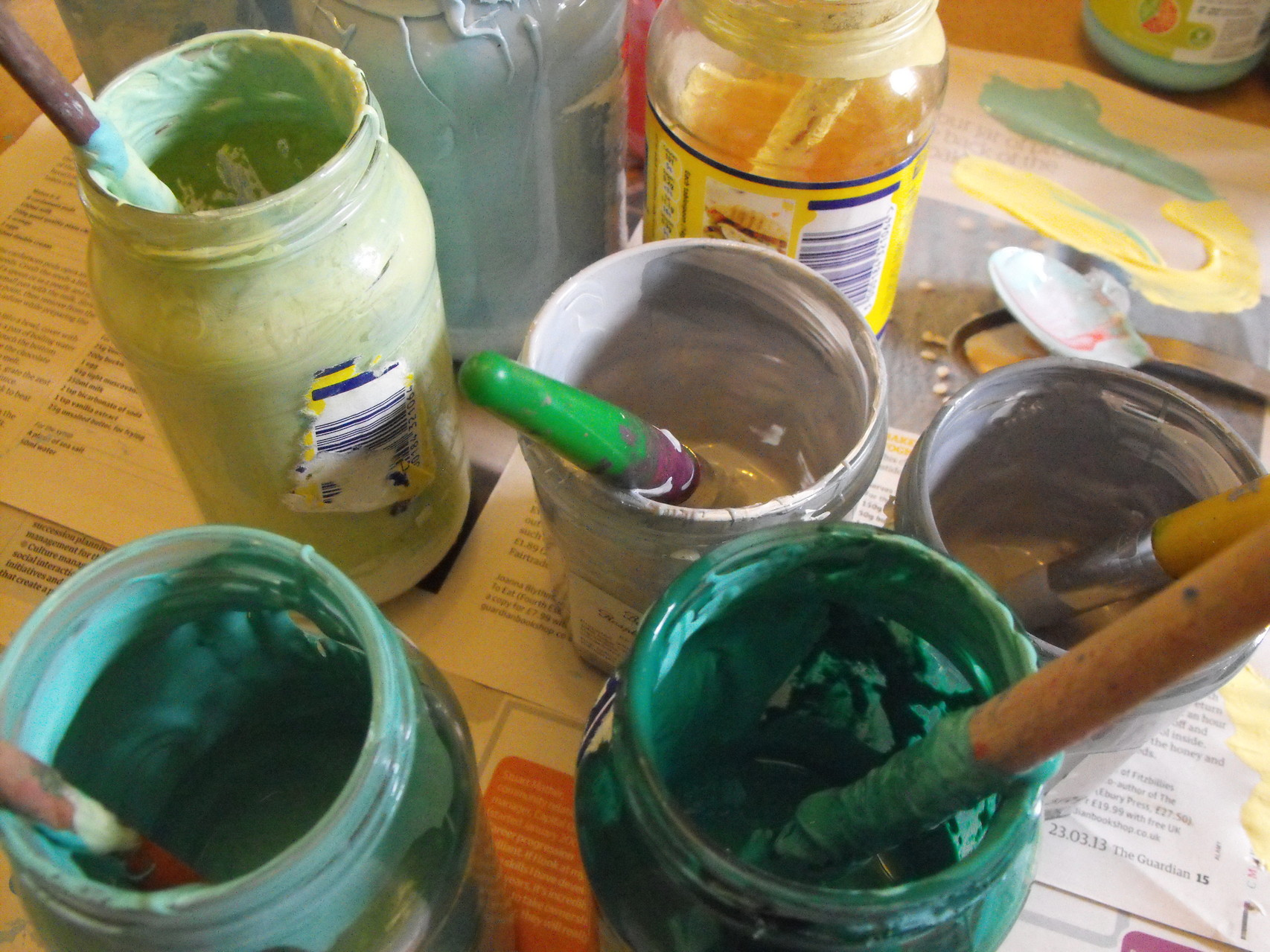 Materials being used at a printmaking workshop